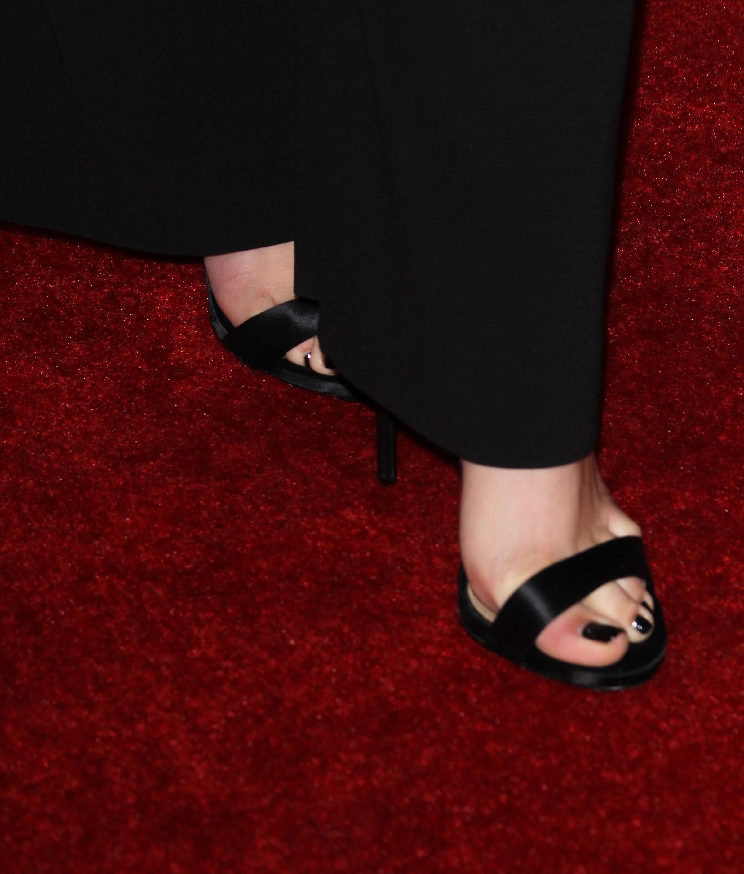 Gillies feet elizabeth Elizabeth Gillies