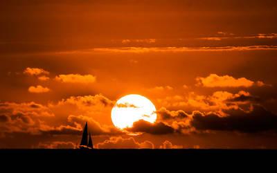 Home again 'cross the sea by Gwangelinhael
