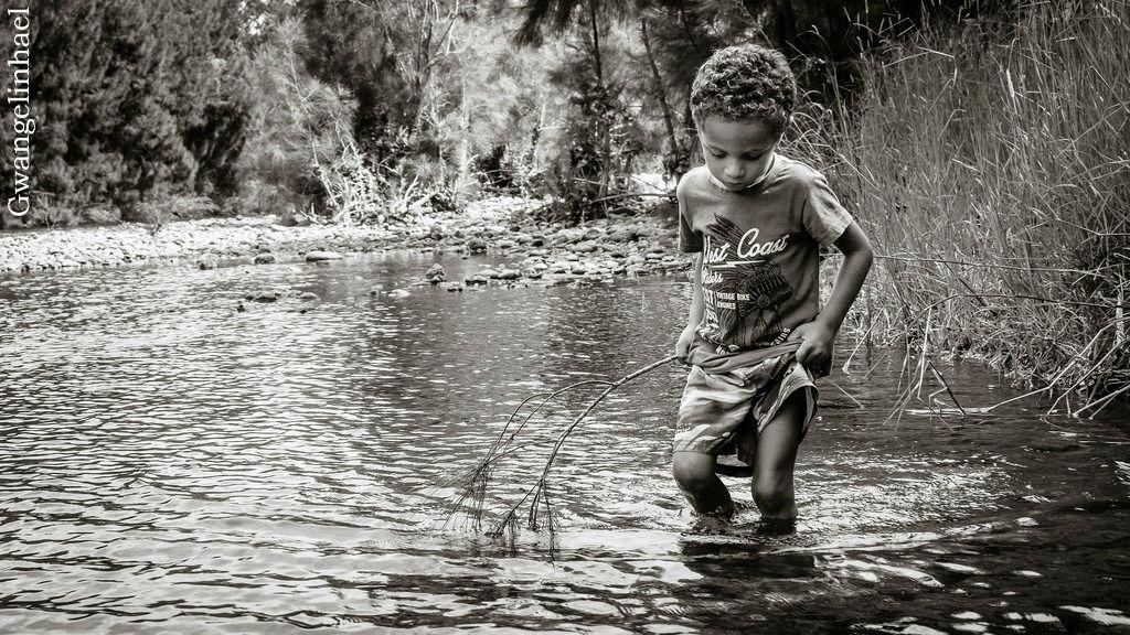 Exploring the river by Gwangelinhael