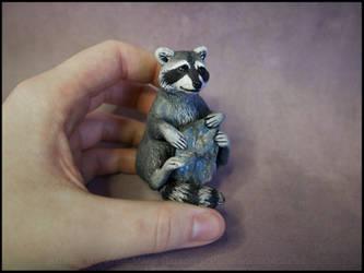 :.Raccoon and Labradorite.:
