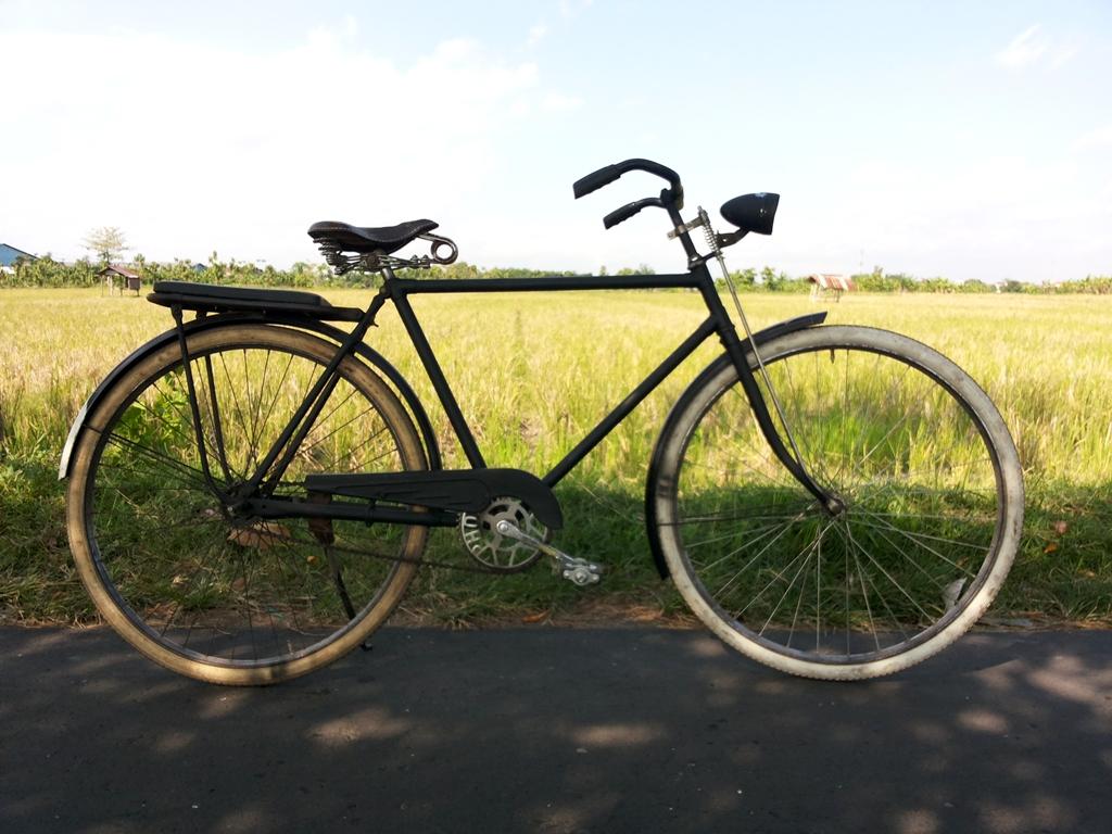 an Old School Bike by Pro-lensandmoments