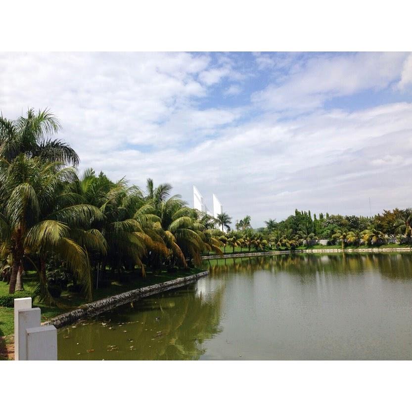 Danau Taman makam pahlawan Kalibata by Pro-lensandmoments