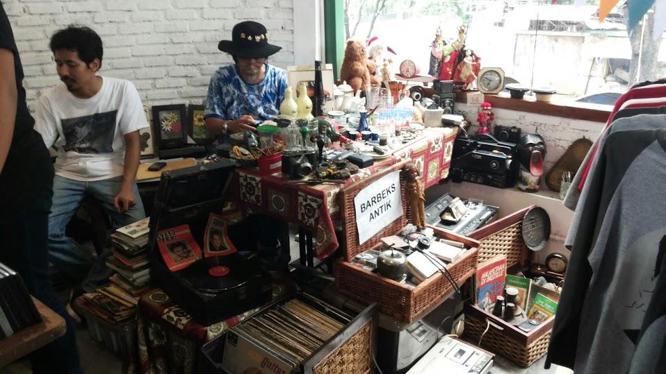art Bazaar at jakarta by Pro-lensandmoments