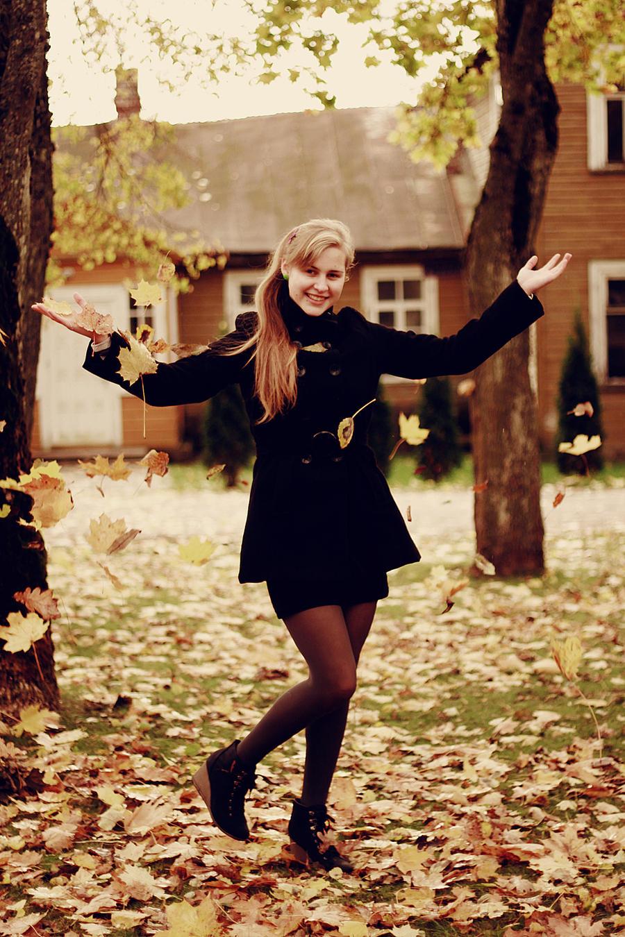Izrazite svoja osecanja slikom Hello_autumn_ii_by_zi0oto-d4d4biy