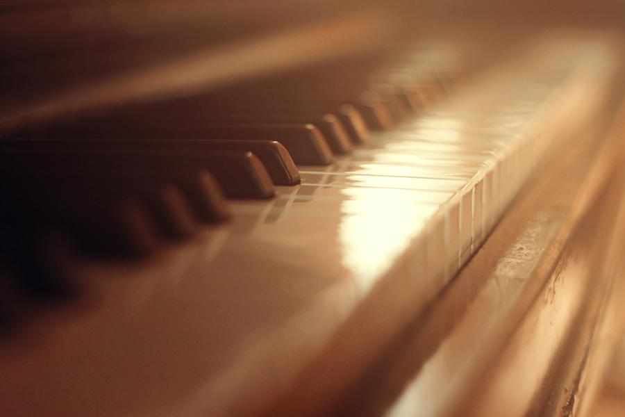 Pianissimo by Zi0oTo