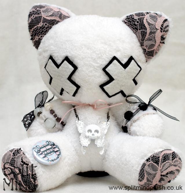 Skull Kitten by splitmindplush