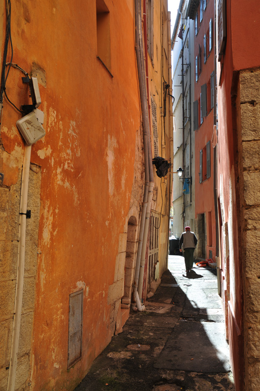 The narrow streets of Grasse I by dbroglin