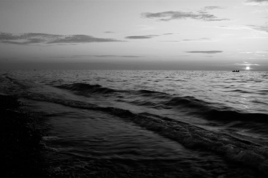 Black and white sea by Dodephine on DeviantArt