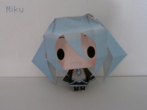 Papercraft 8D - Page 2 Miku__papercraft__by_amandinekazama-d622c75