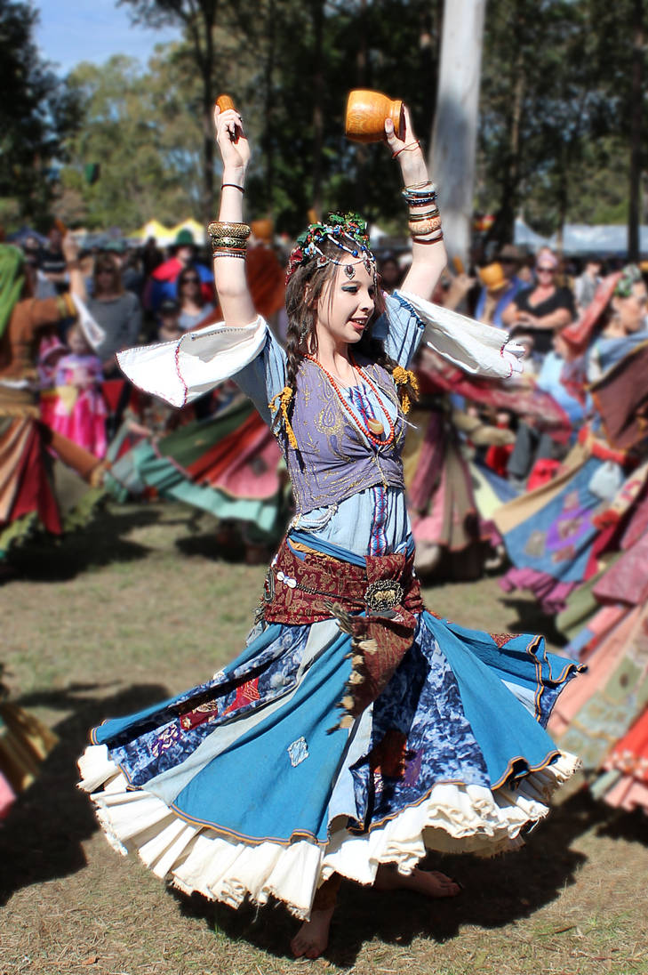 Romani (Gypsy) Dancer by MickBarber on DeviantArt