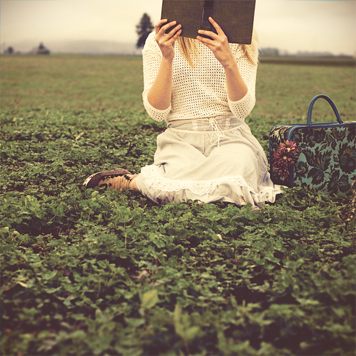 she reads in fields by aimeelikestotakepics
