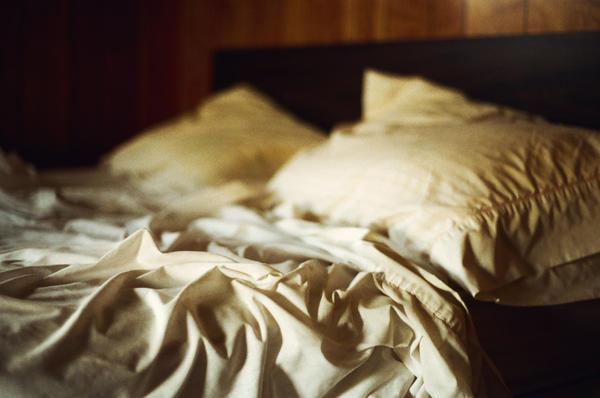 U tragu najlepseg sna Empty_bed_in_an_empty_room_II_by_aimeelikestotakepics