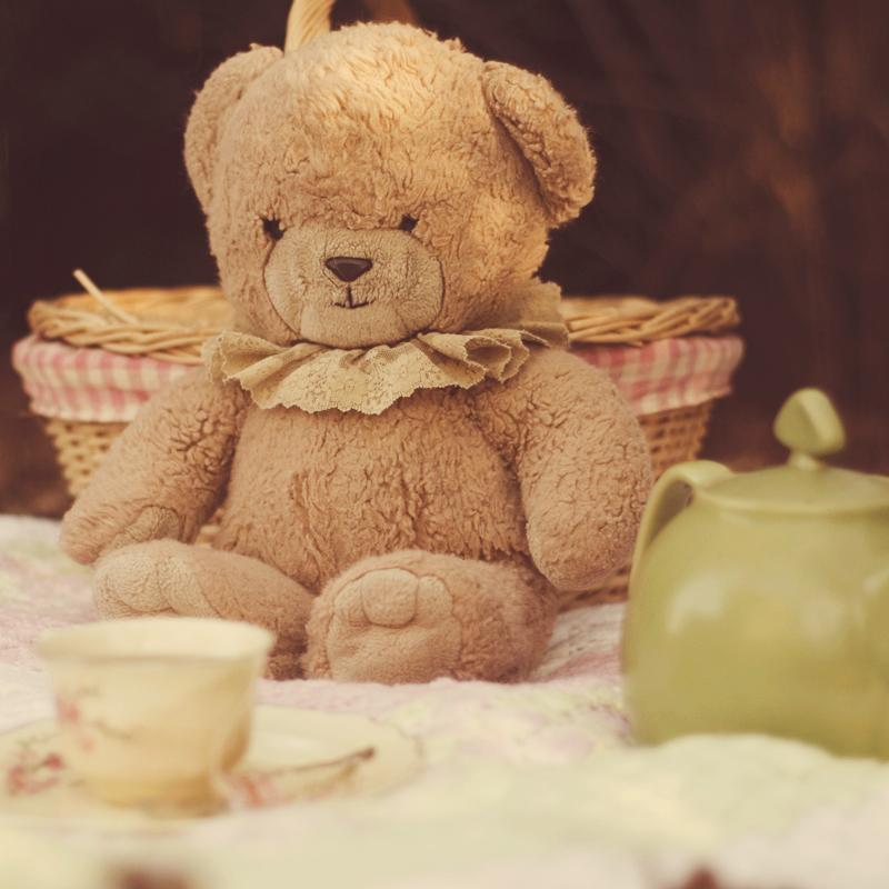 Mede - kako im odoleti ? Autumn_tea_party_II_by_aimeelikestotakepics