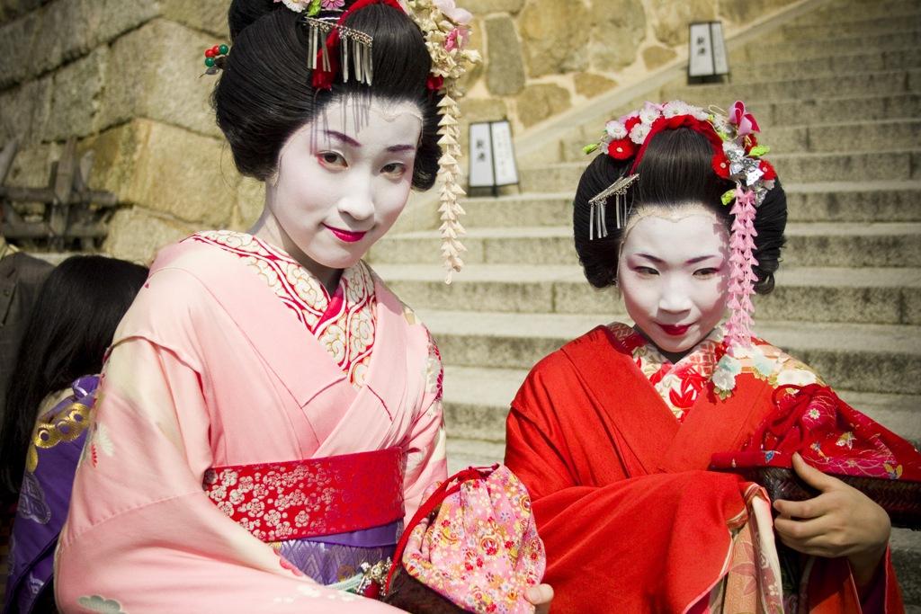 Geishas by rachelarandilla
