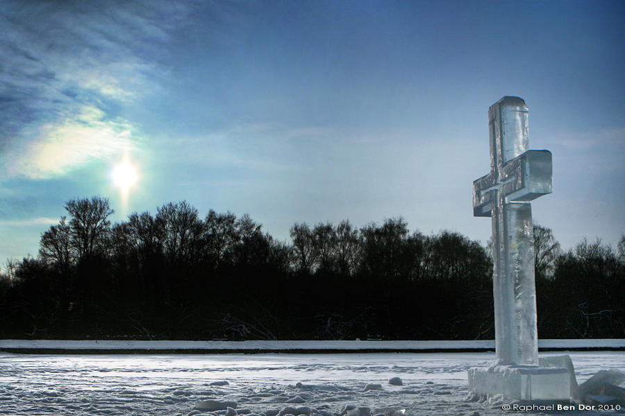 Krst Cross_of_Ice_II_by_Raphael_Ben_Dor
