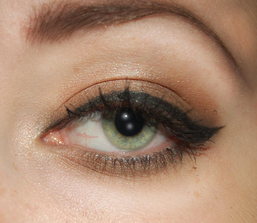 Makeup for big green eyes