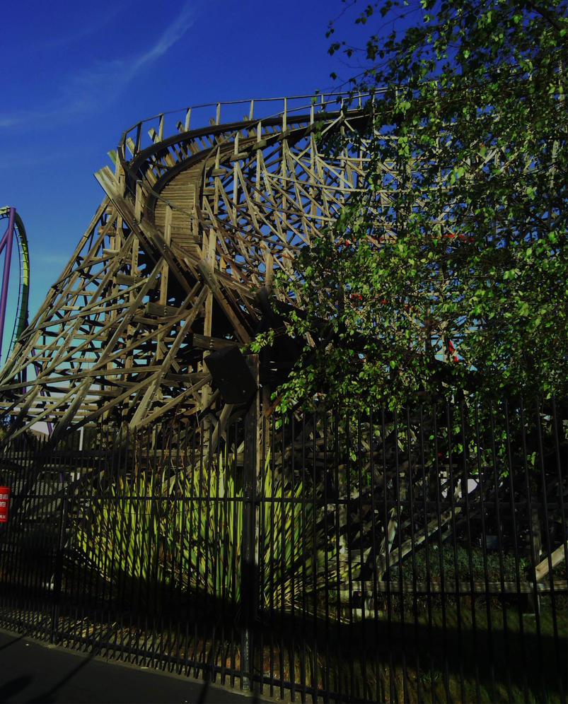 Wooden Roller-coaster by fardreamer333