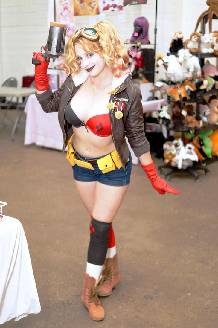 Bombshell Harley Quinn Unplugged Expo 2015 by Lightning--Baron