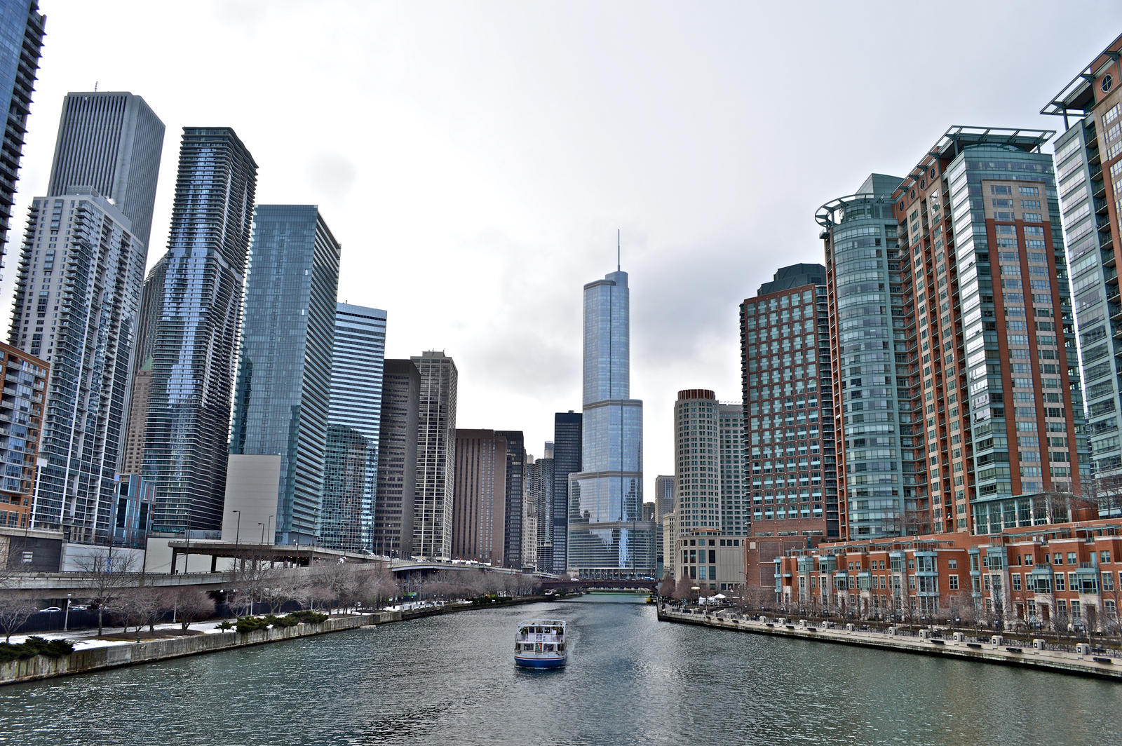 chicago_river_by_tonylokes-d7af3zw.jpg