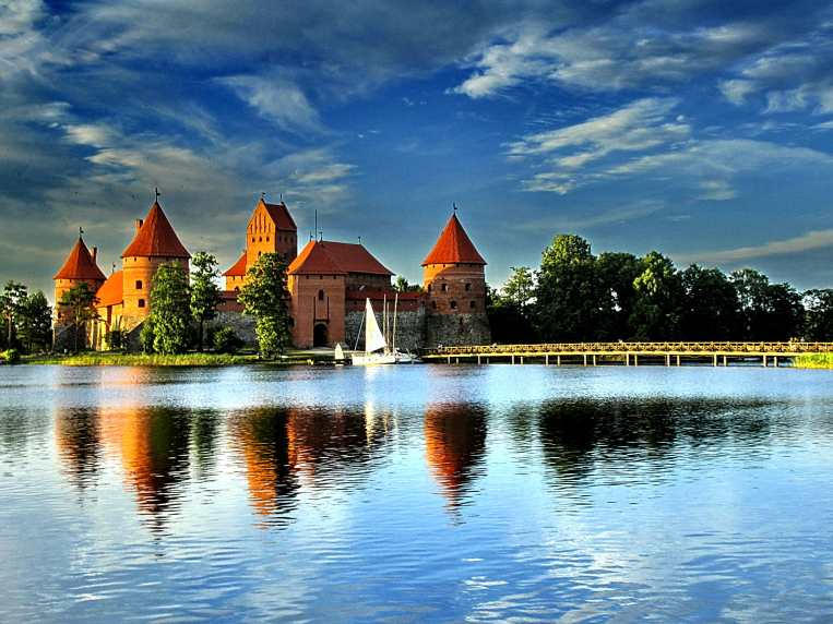 Trakai Castle 2006 by viesuliux