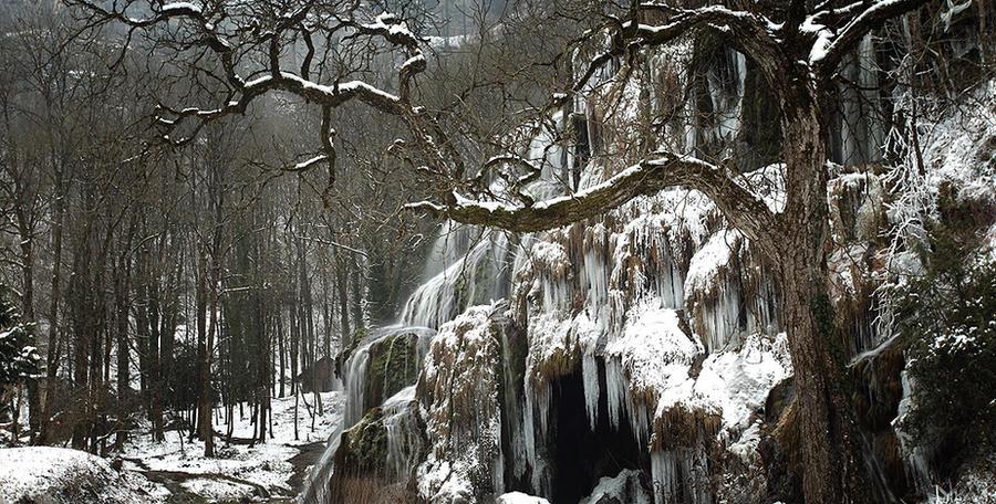 Levantamiento Nefilim vs. Subterraneos!! - Página 2 Enter_the_Hall_of_ICE_by_autumn_ethereal