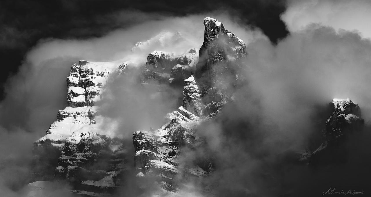 Titan_AD2013 by alexandre-deschaumes
