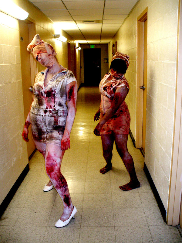 http://fc00.deviantart.net/fs22/i/2007/315/9/9/Classic_Hallway_Scene_by_daimen06.jpg