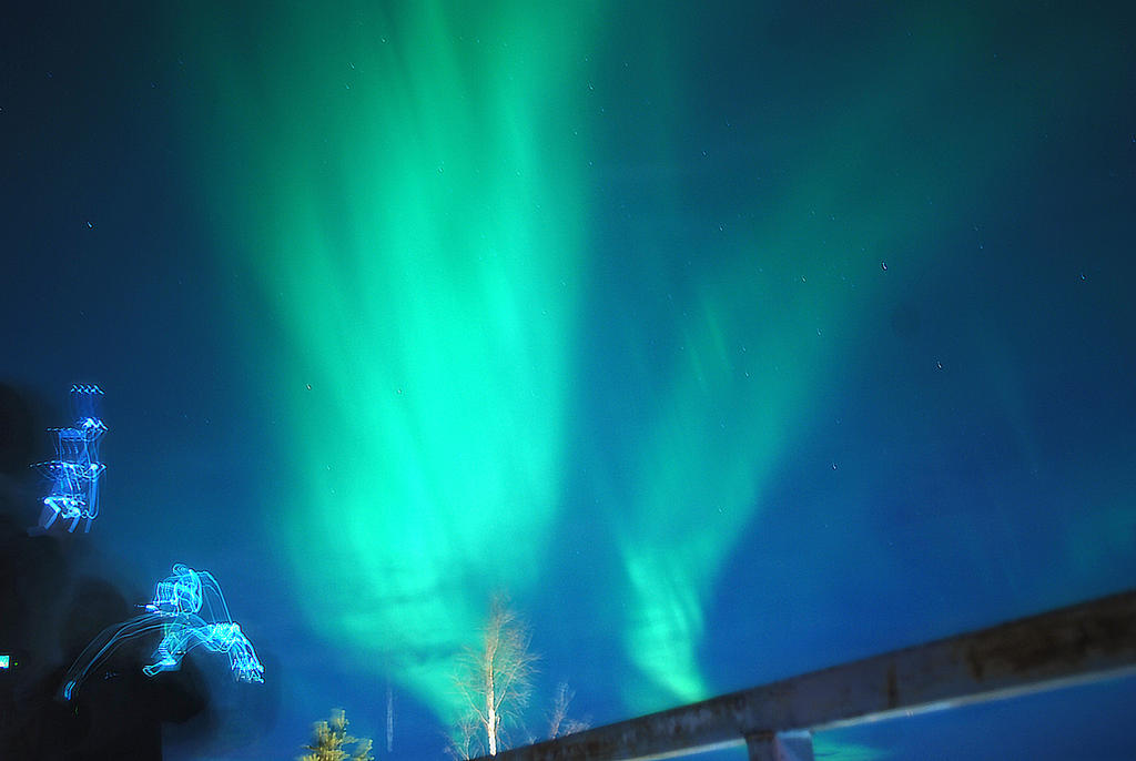 northern lights by britegreenfish