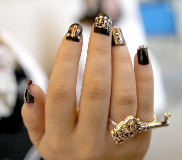Nail arts Black_paris_windows_nails_by_celria-d35d495