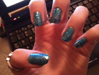Gradient Blue Nails by HikariShimizu