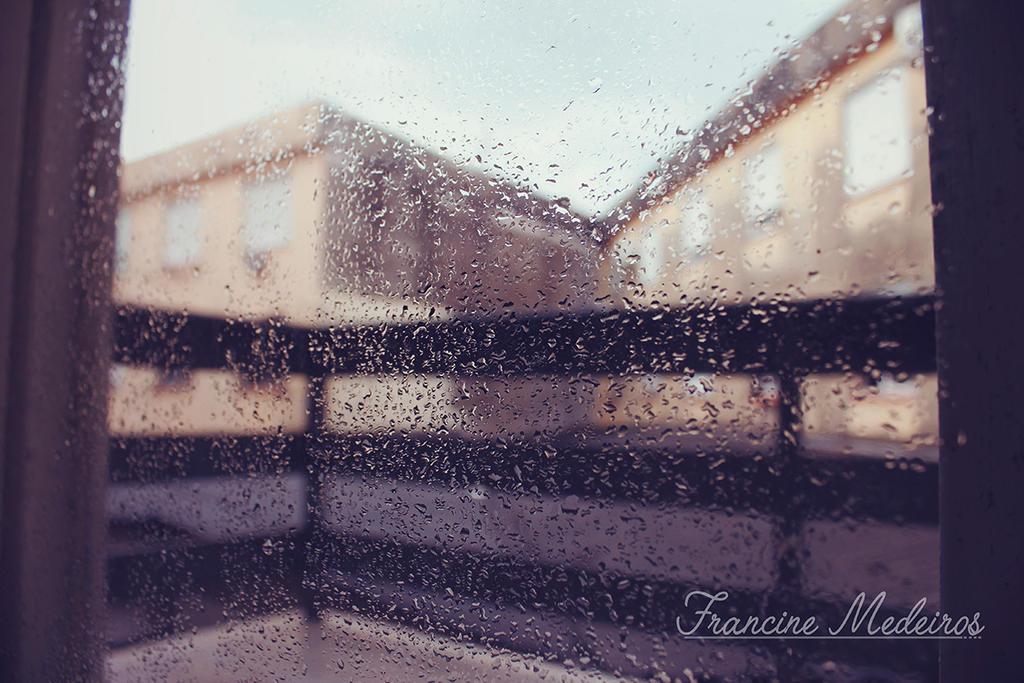 Dia De Chuva pela janela by theredprincess