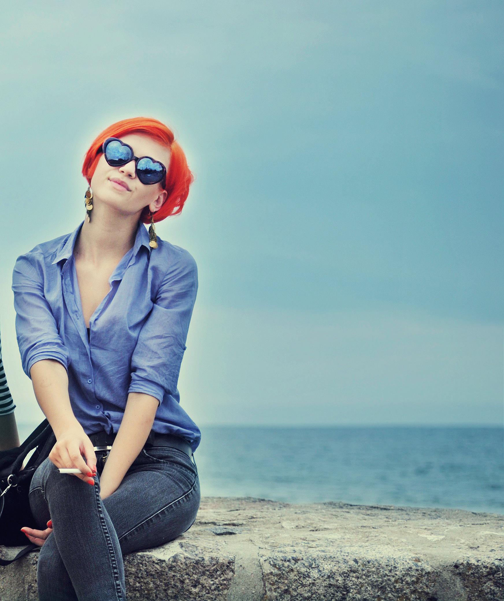 Девушка в солнцезащитных очках - фото клипарт. Woman wearing. Views