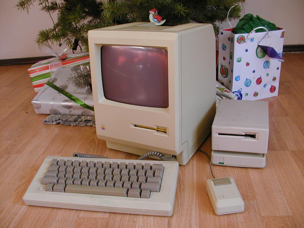 Merry Macintosh Christmas by CelGen