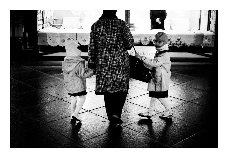 girls by SimonSawSunlight