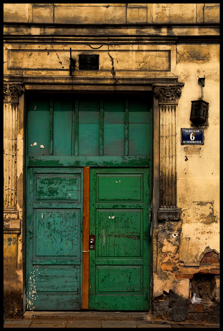 IMAGE: http://fc05.deviantart.net/fs70/f/2010/268/e/1/doors_of_krakow_by_jahalu-d2zftn6.jpg