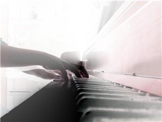 Playing des piano by racherann