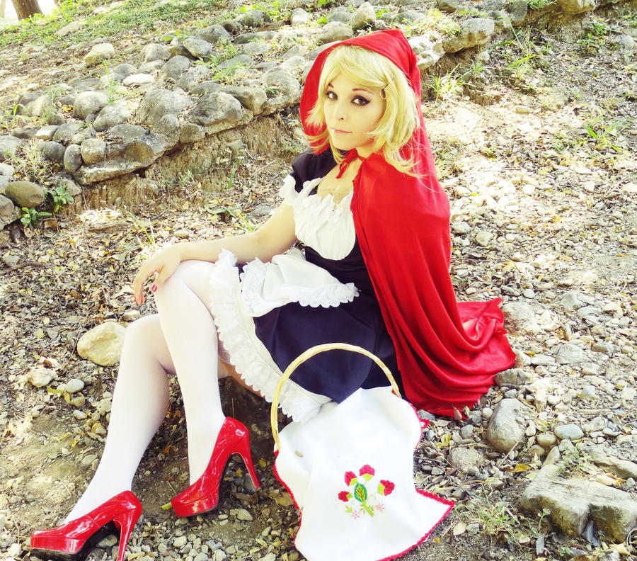 Red Riding Hood by Nao-Dignity