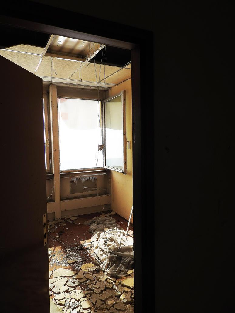 Open door by Werrn