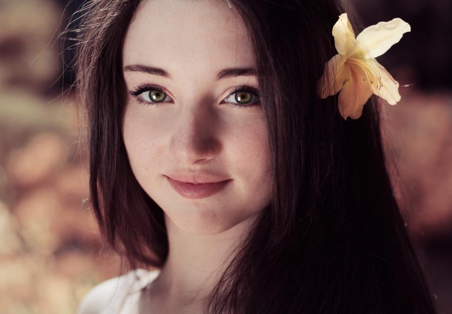Картинка смайлик Девочка с цветком фото gif анимация