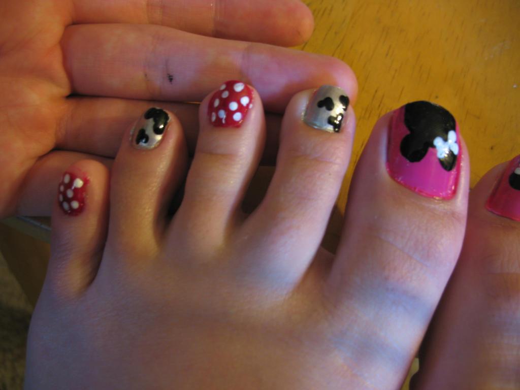 Minnie Mouse Toe Nail Art