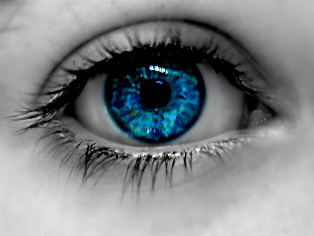 Un-natural eye by Elektra310