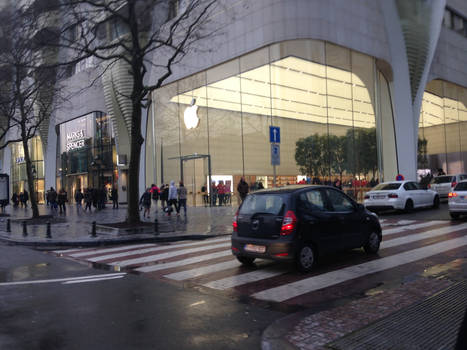 Apple Store, Brussels by jomy10
