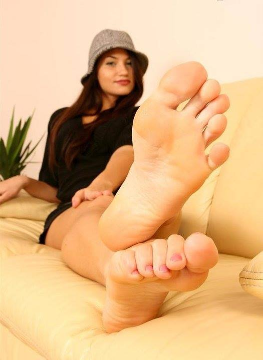 Foot fetish tube broadcast female feet