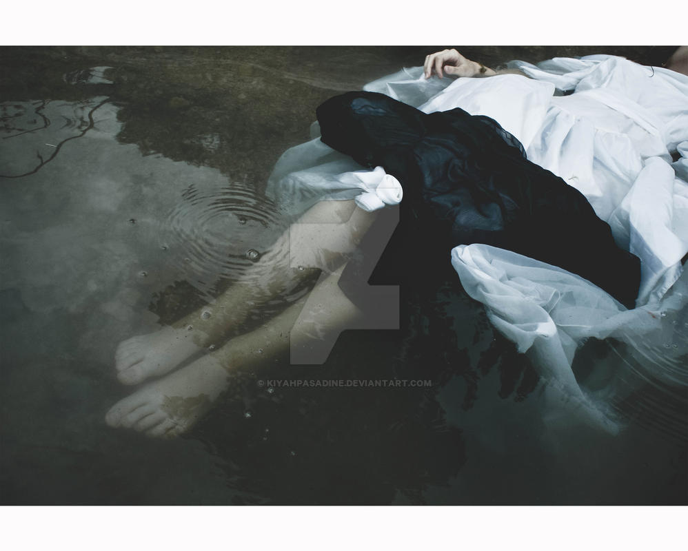 watery grave by KiyahPasadine