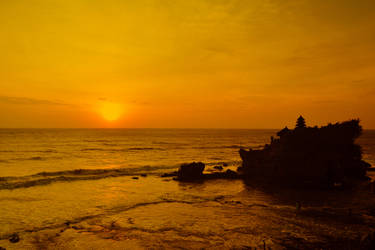Tanah Lot's Sunset by rezaachmad