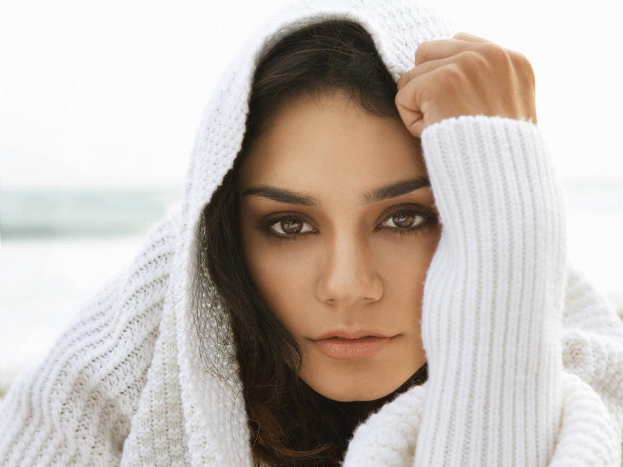 Vanessa Hudgens 002 by vesperTiLo