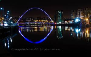 Gateshead Millenium Bridge 2 by TonyPringle