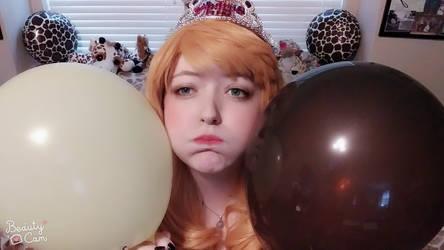 Giraffe girl is a balloon! by koiykeuchiha