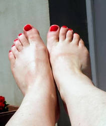 Dorota's perfect feet by feetfetish1986