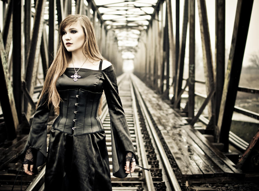 LaVie.on.the.bringe by gothic-angel-zouza
